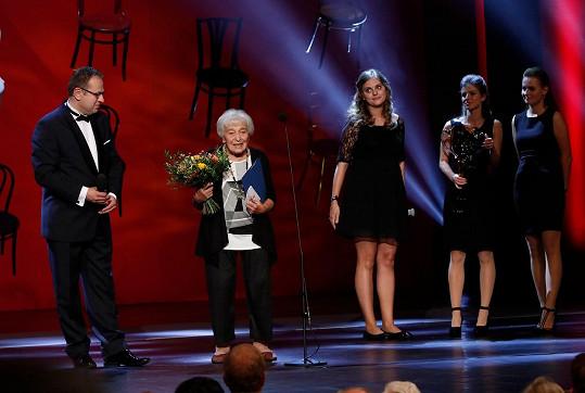 V roce 2018 převzala cenu Thálie za celoživotní mistrovství v činohře.