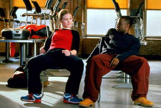 Choreografie se židlemi je inspirována klipem k jedné z písní Backstreet Boys.