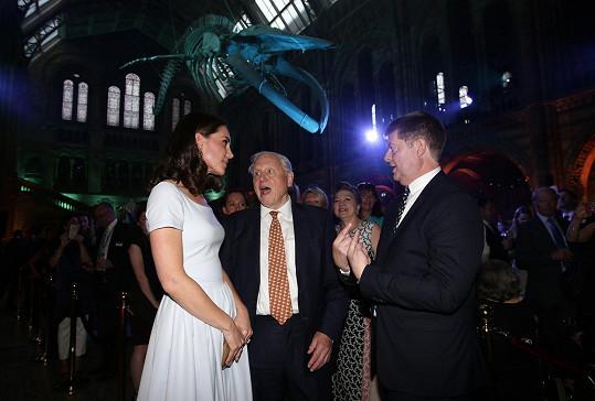 Při prohlídce Hintze Hall nemohl chybět ani David Attenborough, který se vévodkyni věnoval po celou její návštěvu jako pravý gentleman.