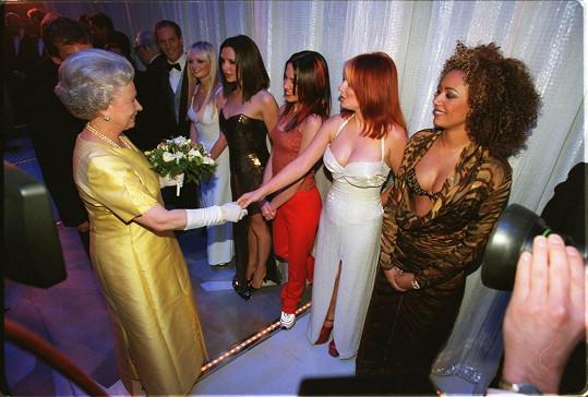 Dokonce i při setkání s královnou. Ovšem tady jí konkurovala i divoška Mel B.