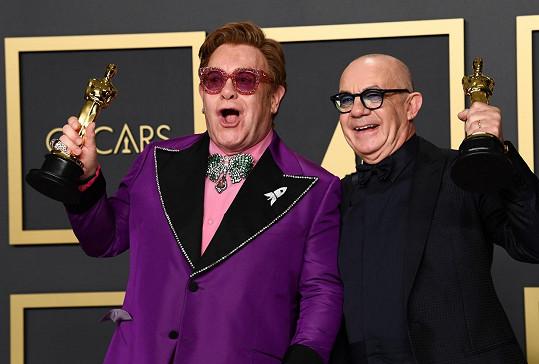 Elton John a Bernie Taupin si sošku odnesli za píseň I'm Gonna Love Me Again z filmu Rocketman.