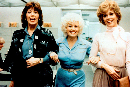 Lily Tomlin, Dolly Parton a Jane Fonda (zleva) ve filmu Od devíti do pěti