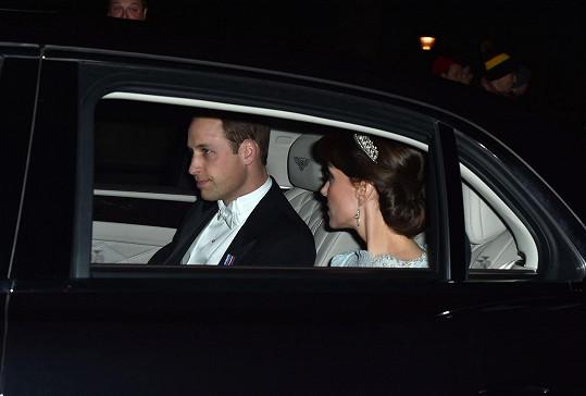 Kate a William měli namířeno na královninu výroční diplomatickou recepci.