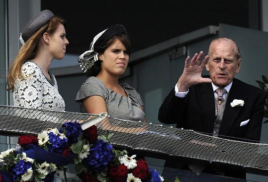 S vnučkami Beatrice (vlevo) a Eugenií, dcerami prince Andrewa