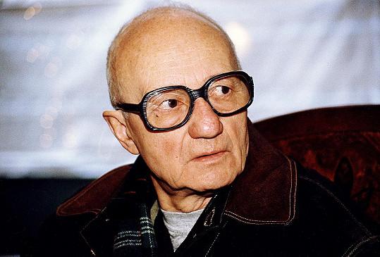 Karel Kachyňa zemřel v roce 2004.