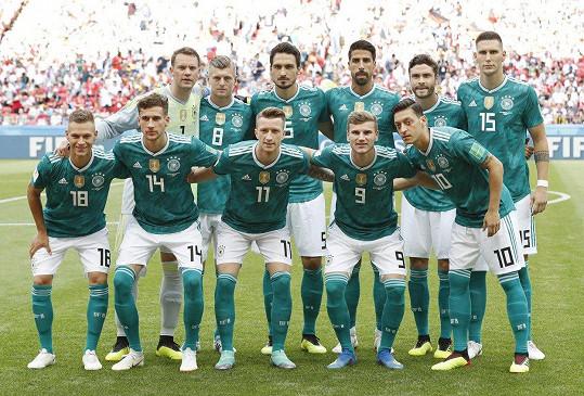 Německý národní tým má z ostudy kabát.