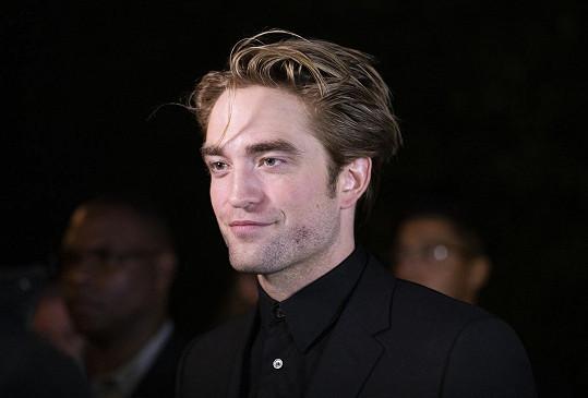 Robert Pattinson je na masturbování ve filmu už zvyklý.