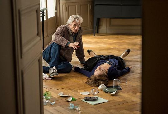 Isabelle Huppert s režisérem Paulem Verhoevenem při natáčení filmu Elle