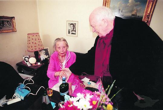 Lída Baarová na sklonku života s režisérem Otakarem Vávrou. Baarová zemřela v roce 2000 ve věku 86 let.