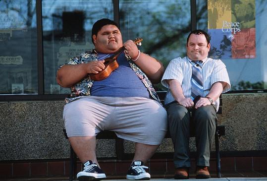 Joshua Shintani (vlevo) v komedii Těžce zamilován