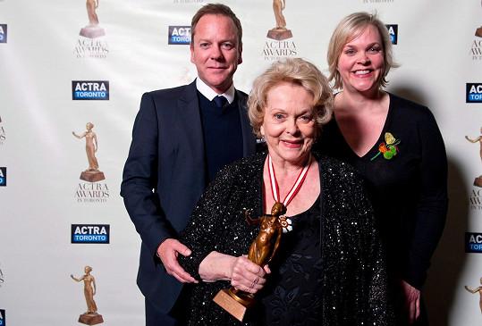 Kiefer Sutherland s dvojčetem Rachel a maminkou Shirley Douglas