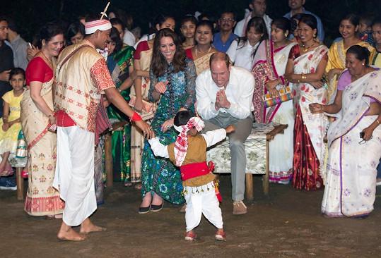 Manželé si absenci vlastních dítek alespoň částečně vynahradili tímto roztomilým tanečníkem.