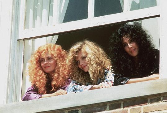 Se Susan Sarandon a Cher ve filmu Čarodějky z Eastwicku (1988)
