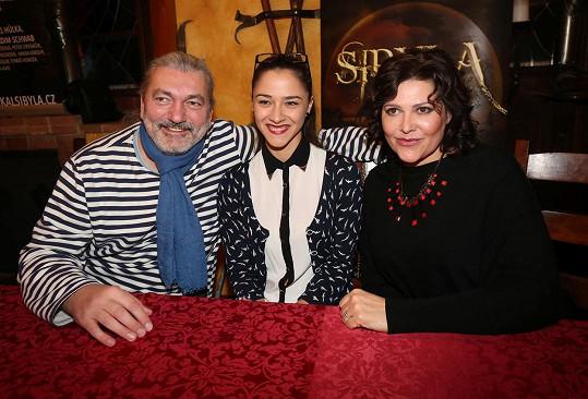 Ilona a Dan spolu hrají v muzikálu Sibyla. Na fotce jsou s Evou Burešovou.