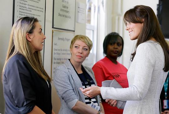 Vévodkyně si popovídala s několika vězenkyněmi o jejich závislotech.