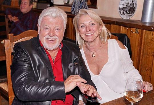 Milan Drobný byl společně se svou chotí hosty na narozeninové oslavě Martina Franceho.