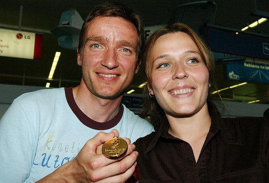 S krásnou manželkou Pavlínou se vzali v roce 1996, před finále mistrovství Evropy ve fotbale.