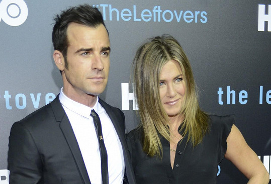 Justin Theroux se v srpnu konečně oženil s Jennifer Aniston.