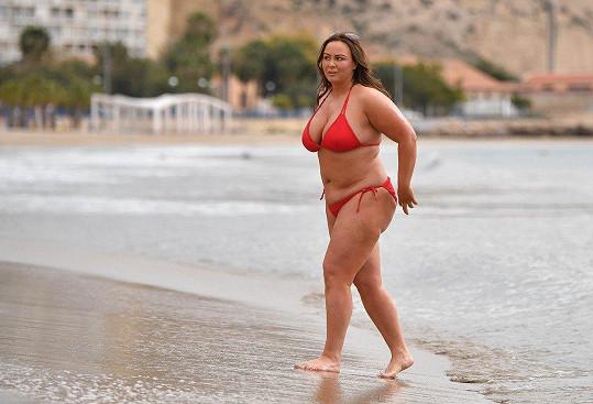 Chanelle Hayes obsadila španělskou pláž.