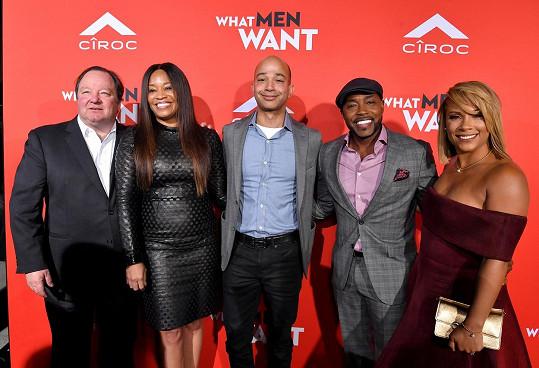 Jas Waters (druhá zleva) při uvedení filmu Ali ví, co muži chtějí