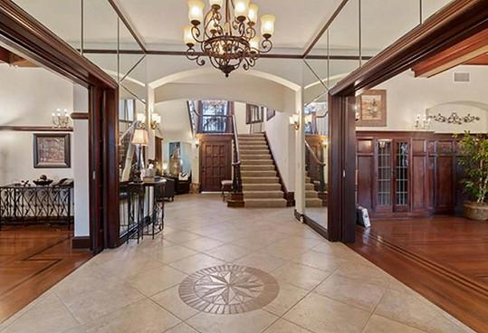 Dům prodávala Spectorova exmanželka Rachelle Short.