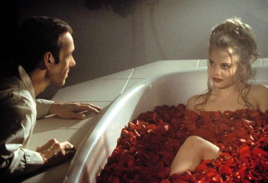 Mena Suvari a Kevin Spacey v Americké kráse