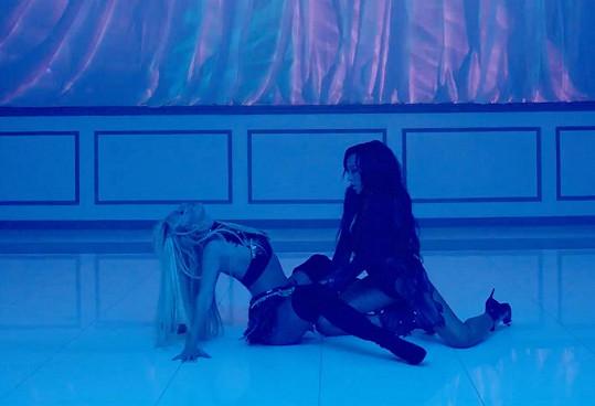 Píseň najdete na novém albu Britney nazvaném Glory.