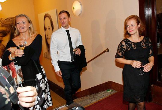Michaela Badinková (vlevo) s bratrem Viktorem a jeho dnes již ženou, kolegyní Kristýnou Badinkovou Novákovou