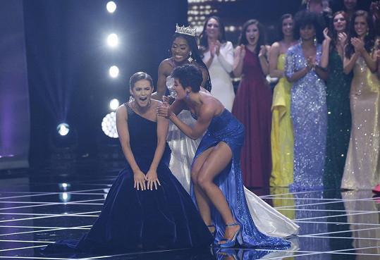 Miss America 2020 Camille Schrier šla po vyhlášení výsledku tzv. do kolen.