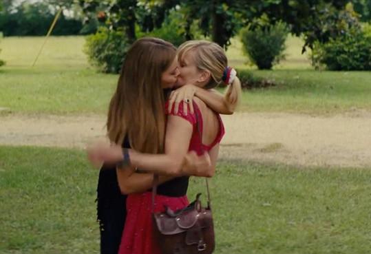 Herečky se ve filmu Divoká dvojka líbaly.
