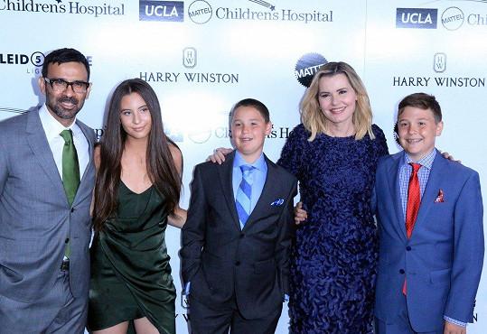 Geena Davis a Reza Jarrahy s dětmi
