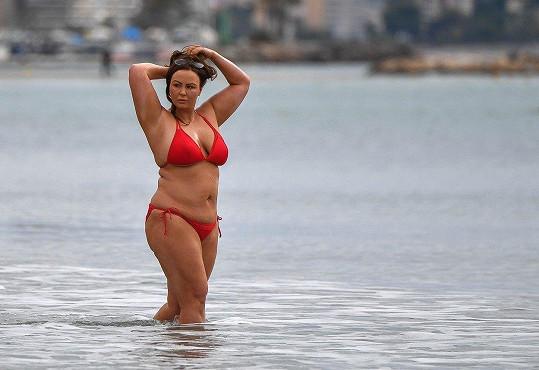 Hayes stále bojuje s váhou. Po zhubnutí se u ní pravidelně projeví jojo efekt (foto z dubna).