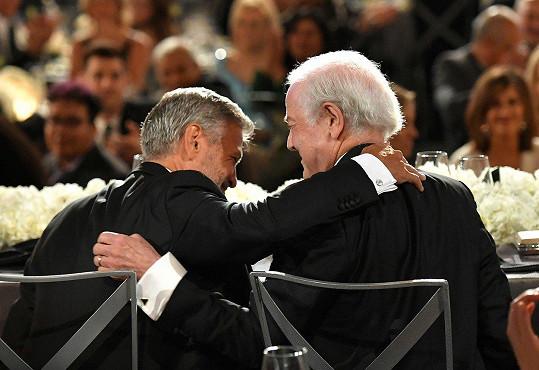 Clooneyemu přišel pogratulovat i otec Nick.