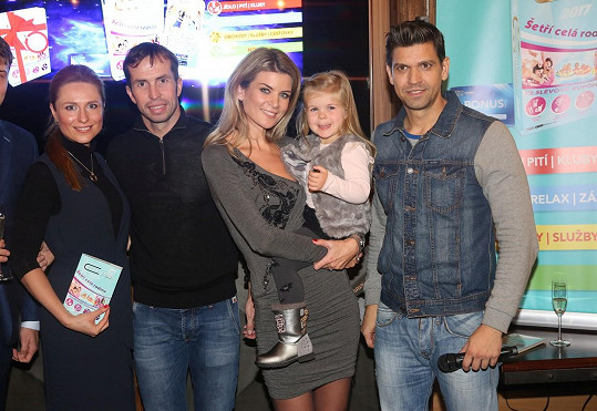 Iveta Vítová vyrazila s dcerou Anetkou na křest Knihy výhod. Přišla i misska Romana Pavelková, tenista Radek Štěpánek a moderátor Petr Vojnar.