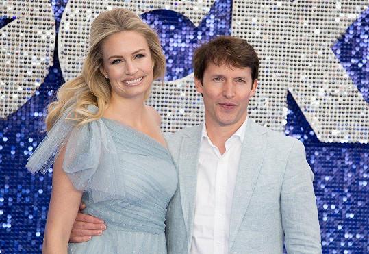 Podle Jamese musí být partnerka zpěváka silnou osobností - a tou Sofia prý rozhodně je.