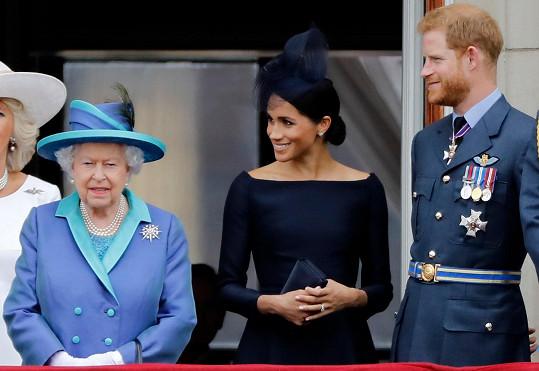 Královna je ráda, že se situace kolem Meghan a Harryho uklidnila.