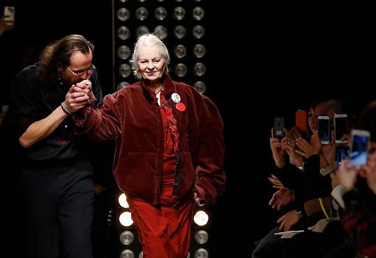 V závěru show se Westwood na mole představila s Andreasem Kronthalerem.