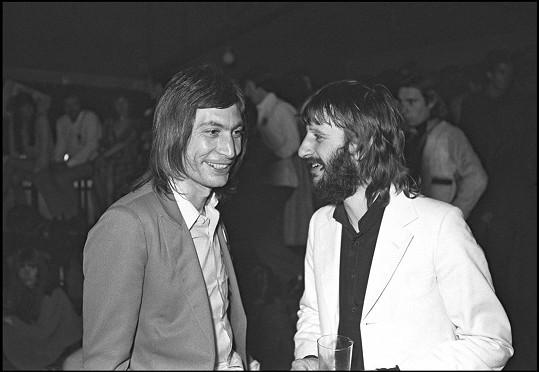 Na legendu s láskou vzpomíná celý hudební svět, na snímku Watts a Ringo Starr z Beatles.