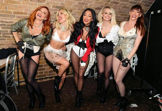 V Pussycat Dolls má přezdívku Angel Doll. Na snímku druhá zleva.