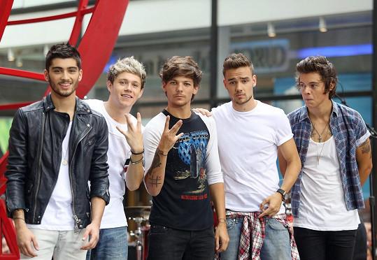 One Direction v době, kdy s nimi vystupoval Zayn Malik (vlevo)