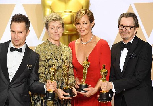 Letošní držitelé hereckých Oscarů - Sam Rockwell, Frances McDormand, Allison Janney a Gary Oldman