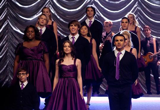 Jenner (uprostřed) proslul díky seriálu Glee.