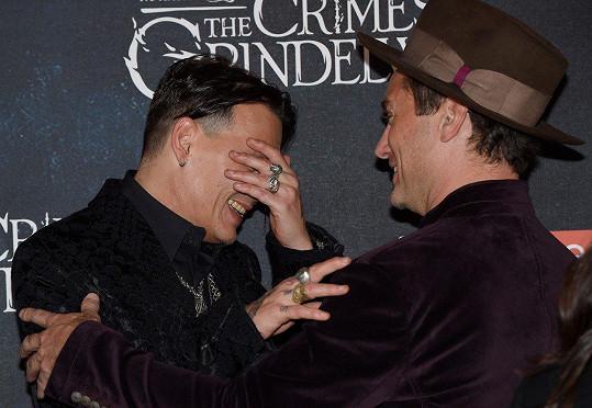Na premiéru nečekaně dorazil i Johnny Depp.