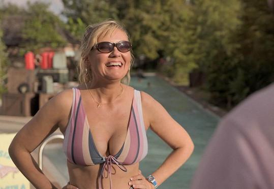 Kirsten Dunst předvedla své vnady v novém seriálu v plné parádě.