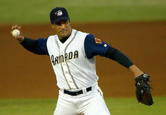 Bývalý baseballista José Canseco obvinil Rodrigueze, že měl aféru s jeho exmanželkou Jessicou.