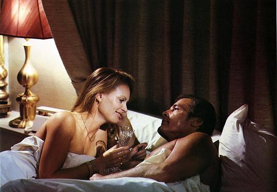 Kristina měla v Chobotničce postelovou scénu s Rogerem Moorem.