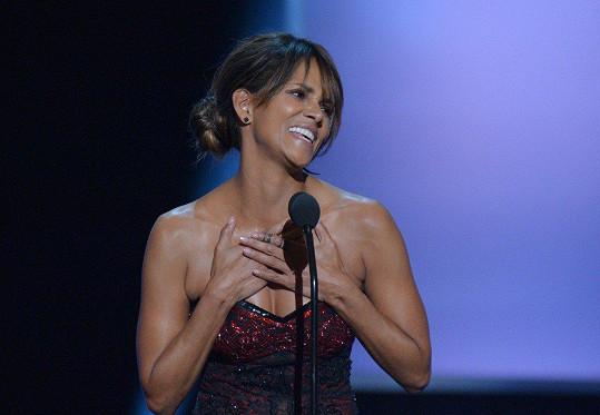 Herečka Halle Berry (51) byla hlavní hvězdou slavnostního večera udílení cen The 49th NAACP Image Awards.