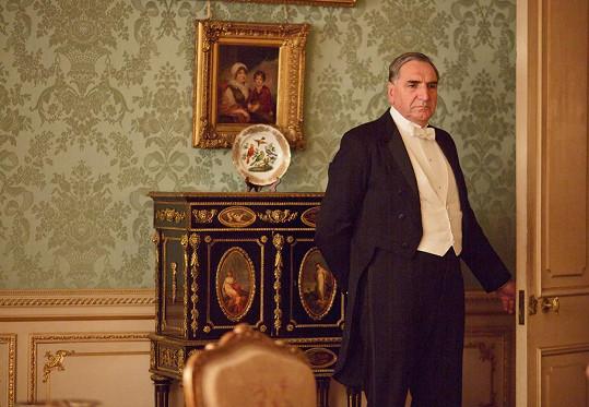 Stejné útrapy Fellowes přisoudil i své nejoblíbenější postavě z Panství Downton, majordomu Carsonovi. Ztvárnil ho Jim Carter.