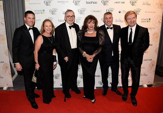 Joan Collins se uplynulý víkend účastnila charitativního bálu.