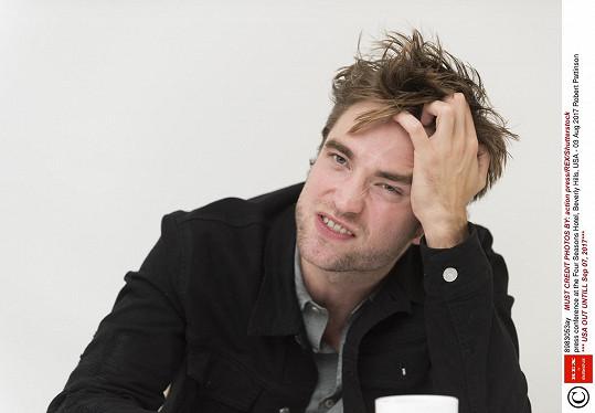 Natáčení Batmana se pozastavilo kvůli nakaženému členovi týmu, tím má být právě Pattinson.